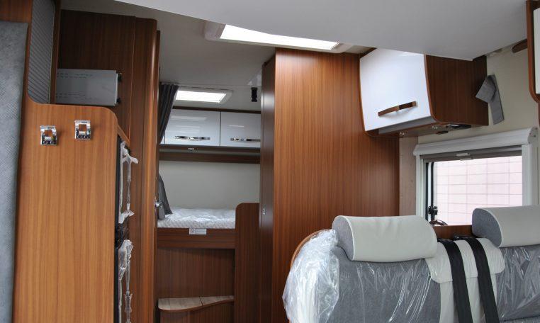 Camper semintegrale noleggio etrusco t 6900 db semintegrale con letto posteriore matrimoniale - Camper 8 posti letto noleggio ...