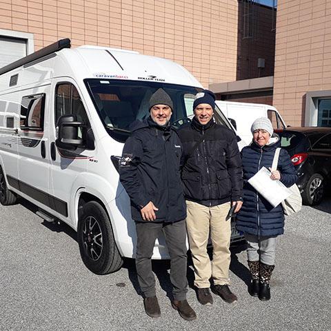 Consegna del camper Roller Team Livingstone 5 prestige alla famiglia Franchini