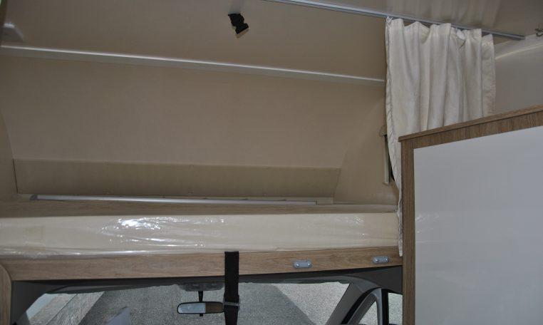 Camper mansardato nuovo caravans international horon 79 caravanbacci horon 79 8 posti letto - Camper 8 posti letto noleggio ...
