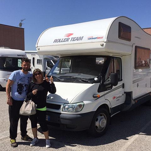 Consegna del camper Roller Team Granduca Garage alla famiglia Forza