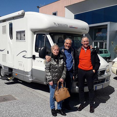 Consegna del camper Mobilvetta Icaro P7 alla famiglia Pazzaglia