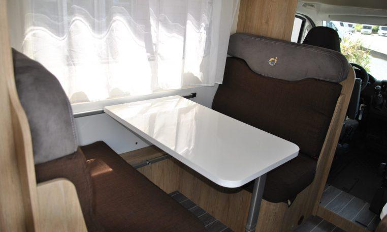 Tavolo con poltrone interno camper | Caravanbacci.com