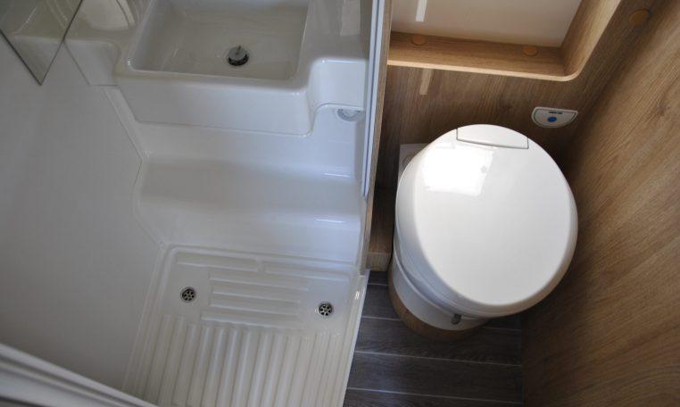Bagno interno camper | Caravanbacci.com