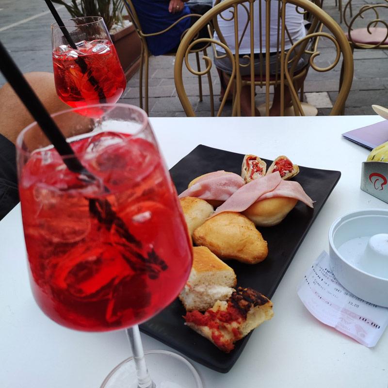 Teramo, aperitivo in Piazza del Duomo - I Viaggi della Famiglia Bacci